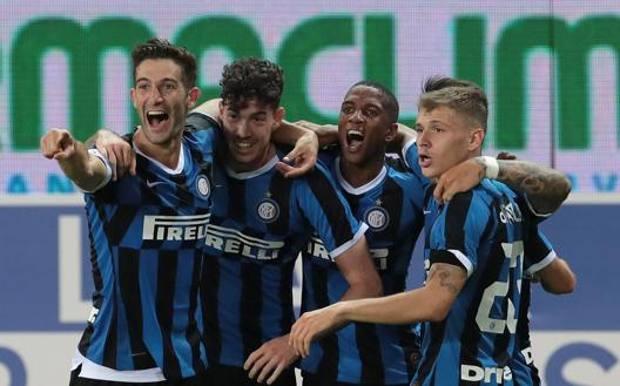 La festa nerazzurra dopo il gol vittoria a Parma Getty