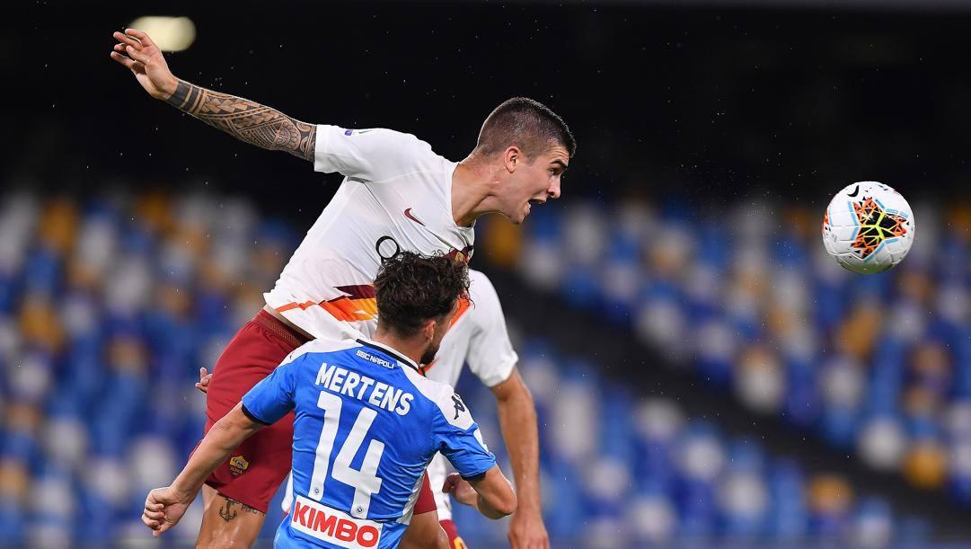 Lo stacco di testa di Gianluca Mancini contro il Napoli. Lapresse