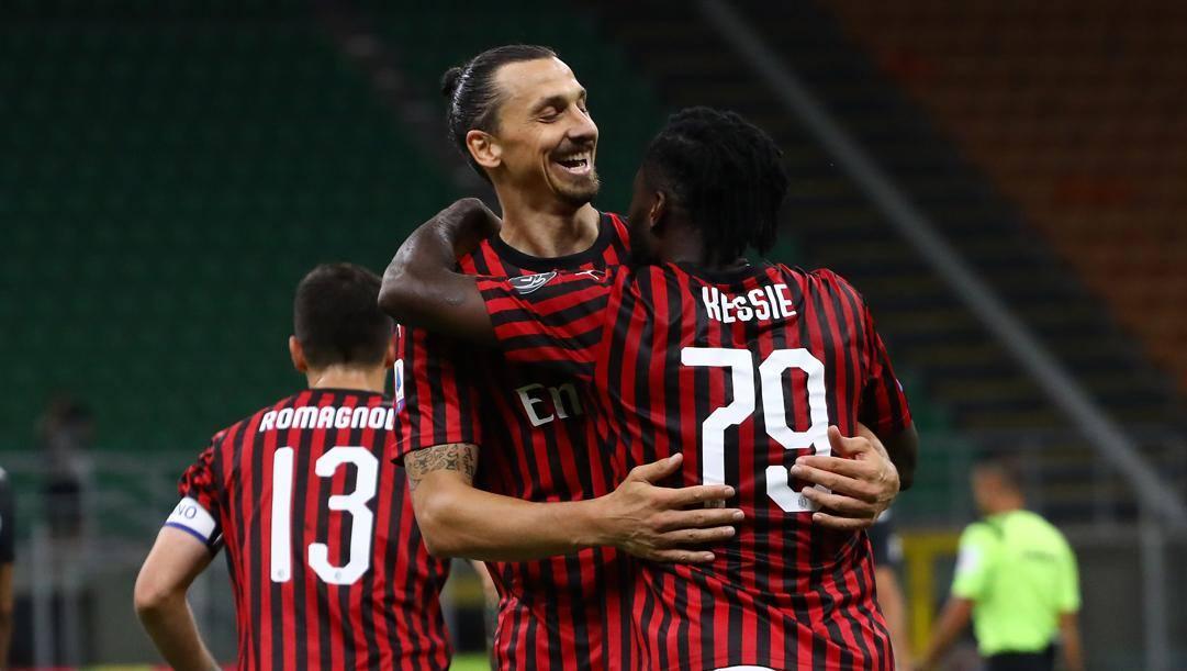 Kessie abbraccia Ibrahimovic dopo la vittoria di martedì sulla Juventus. Getty