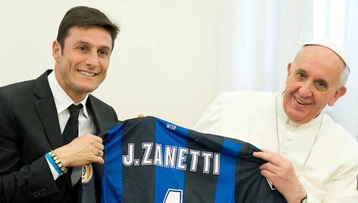 Javier Zanetti con Papa Francesco. Lapresse