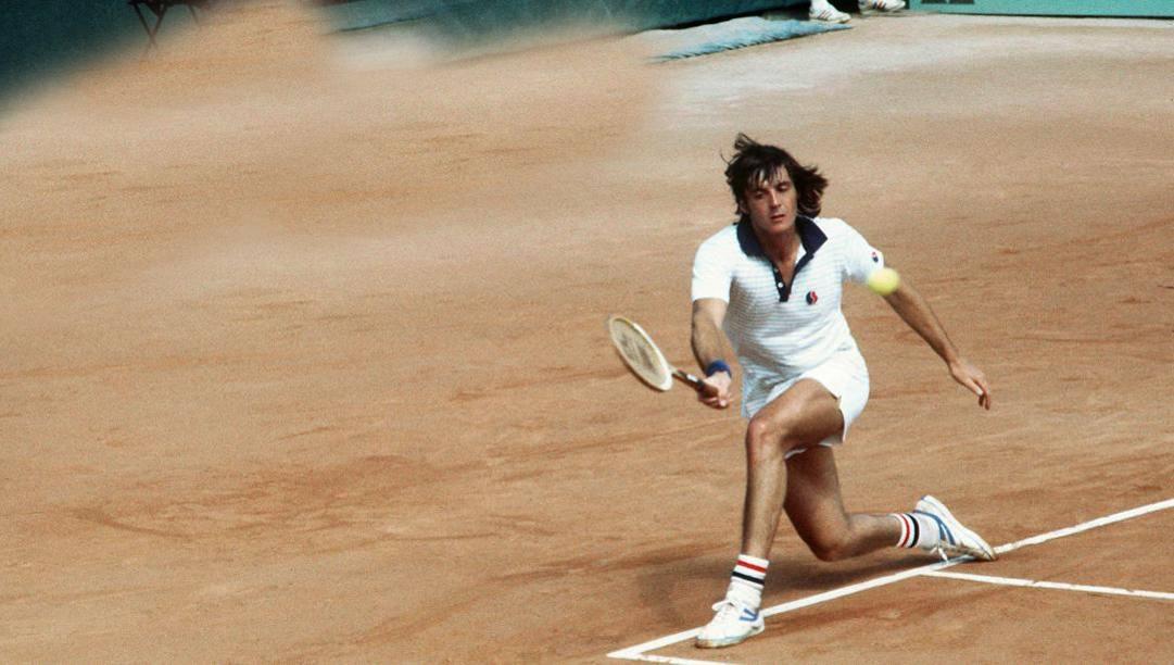 Adriano Panatta contro Raul Ramirez al Roland Garros nel 1977. Afp