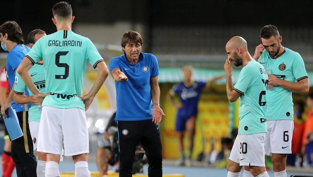 Antonio Conte con Gagliardini, Borja Valero e De Vrij. LaPresse