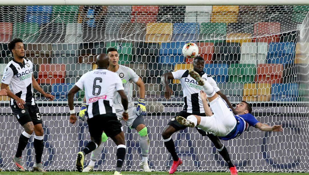 Lo splendido gol in rovesciata di Federico Bonazzoli, 23 anni. Ansa