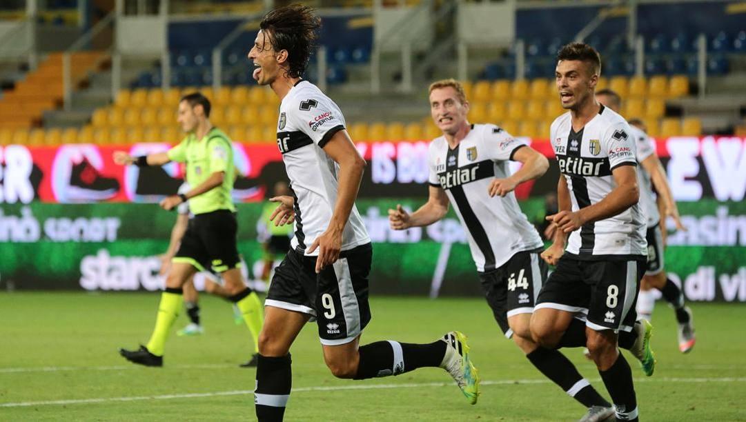 La gioia di Roberto Inglese dopo il gol del pareggio allo scadere. Ansa