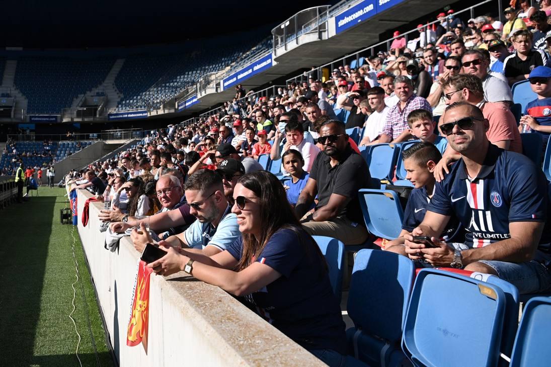 Una volta tanto i protagonisti sono loro: i 4000 che hanno assistito all'amichevole fra Le Havre e Paris St.Germain. Afp