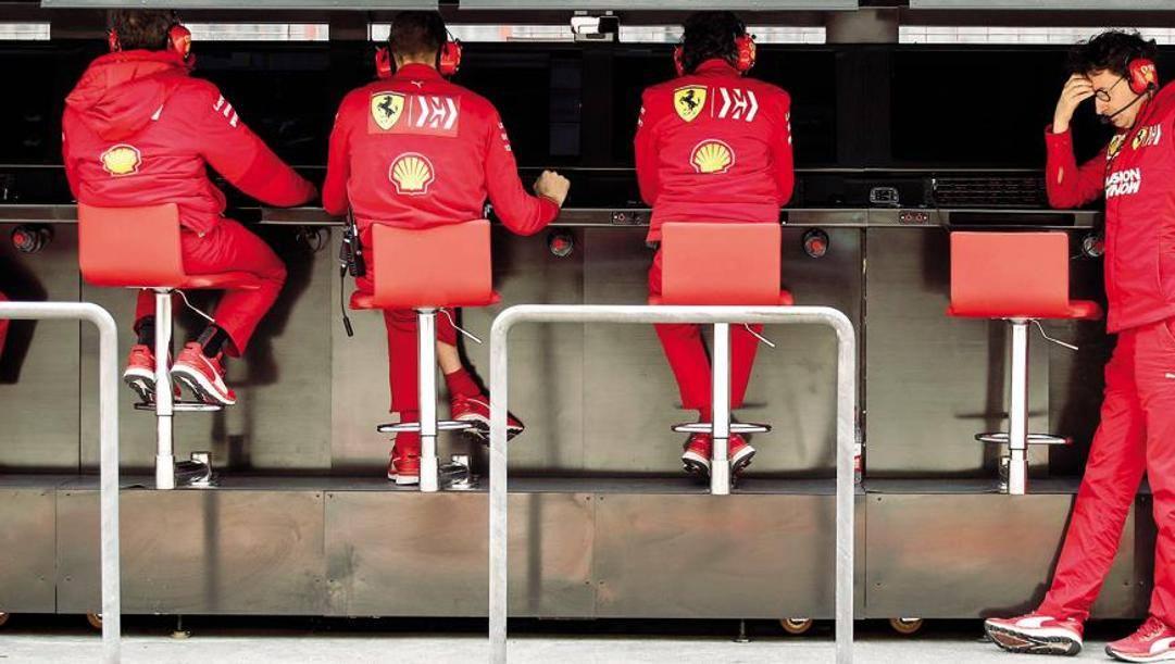 Pasticcio Ferrari: Leclerc urta Vettel, le rosse si ritirano