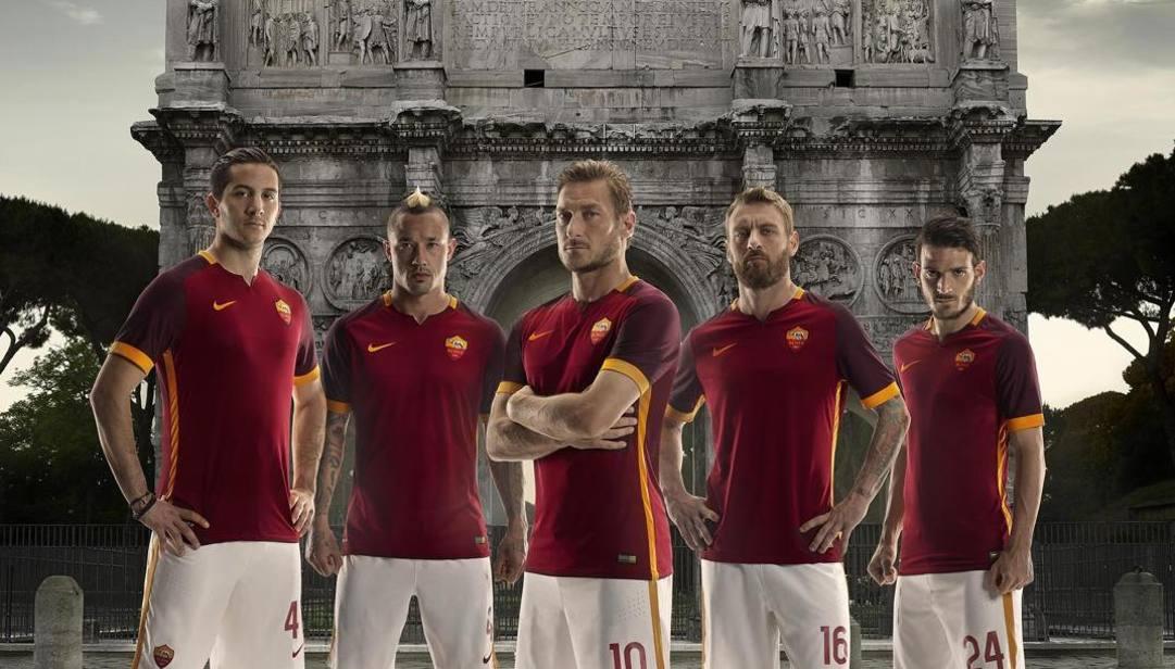 La Roma 2015-16 con la divisa firmata Nike, sponsor tecnico dal 2013
