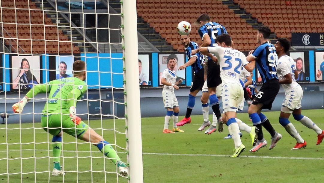Il gol di Gagliardini al Brescia. Ansa
