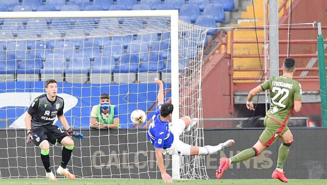 Il gol di Bonazzoli contro il Cagliari. Lapresse