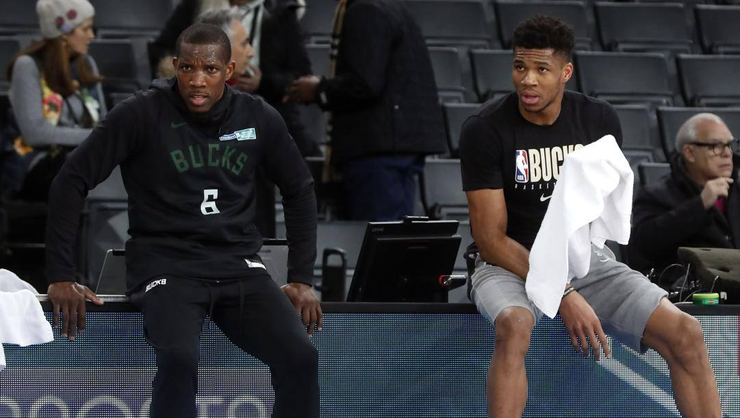 Eric Bledsoe con Giannis Antetokounmpo: la point guard dei Bucks ha rivelato di avere il coronavirus. Ap