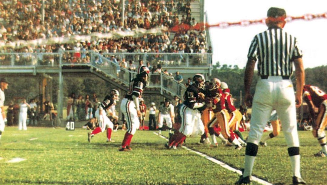 La prima partita di campionato in Italia, il 19 luglio 1980, tra Diavoli Milano e Lupi Roma