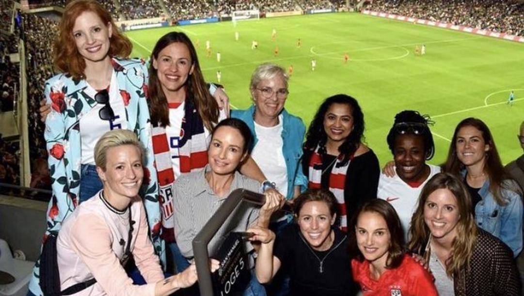 In alto da sinistra, Jessica Chastain e Jennifer Garner. In basso la calciatrice Megan Rapinoe (prima a sin.) e Natalie Portman (quarta)