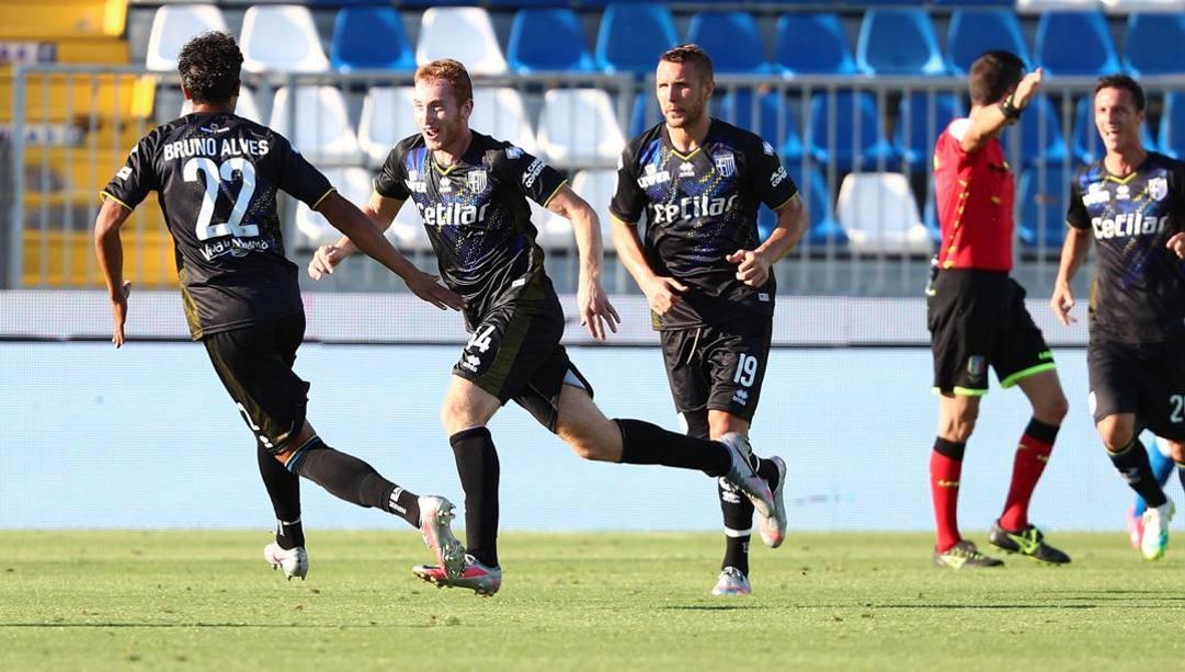 Dejan Kulusevski festeggia il 2-1. Ansa