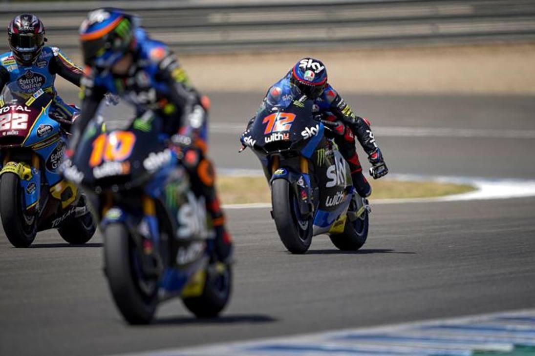 Ecco la rocambolesca festa tra Marini (#10) e Bezzecchi (#72) alla fine della gara di Moto2. Fotoservizio Milagro