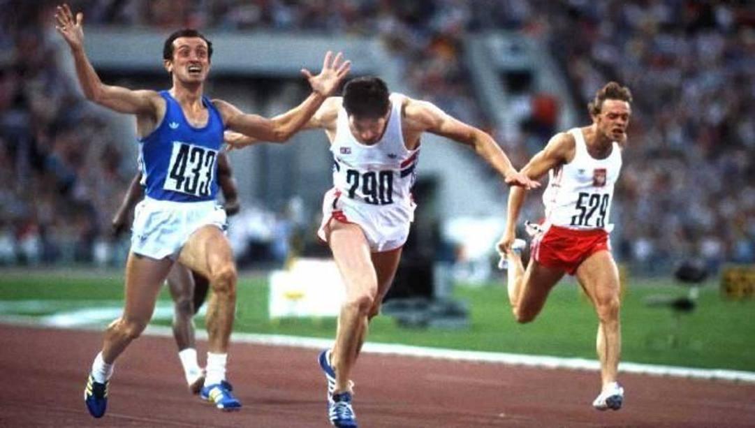 MOSCA, 28 luglio 1980. Pietro Mennea a braccia alzate taglia il traguardo e vince l'oro dei 200m
