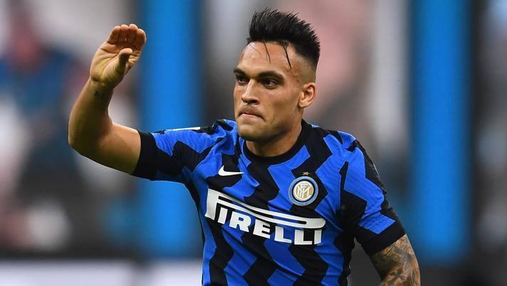 Il gesto di Lautaro Martinez, 22 anni, dopo il gol al Napoli. Getty Images