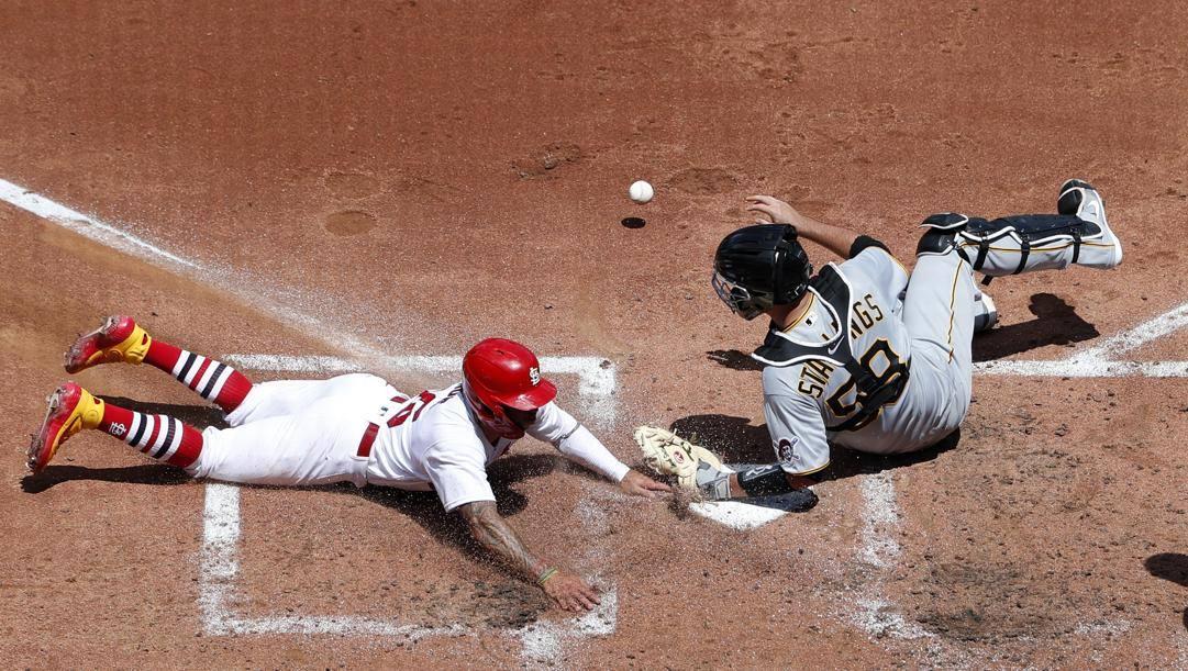Kolten Wong dei Cardinals a punto contro i Twins. Ap