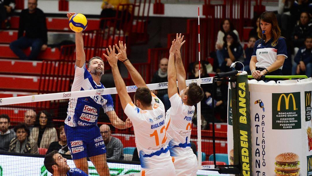 Alberto Cisolla, 42 anni, con la maglia di Brescia
