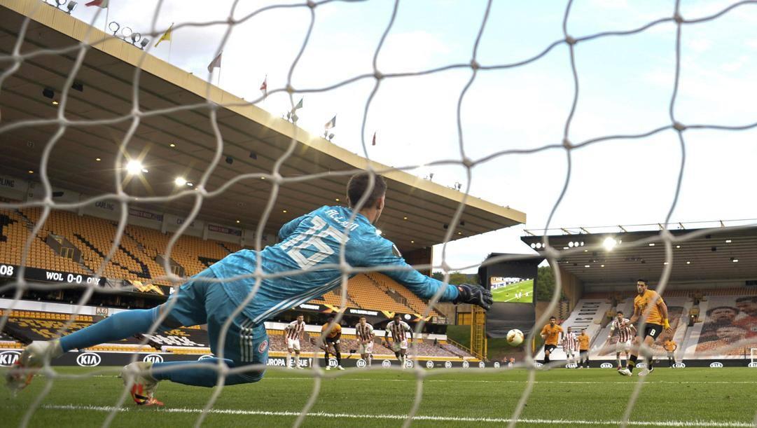 Il rigore di Jimenez in Wolverhampton-Olympiacos