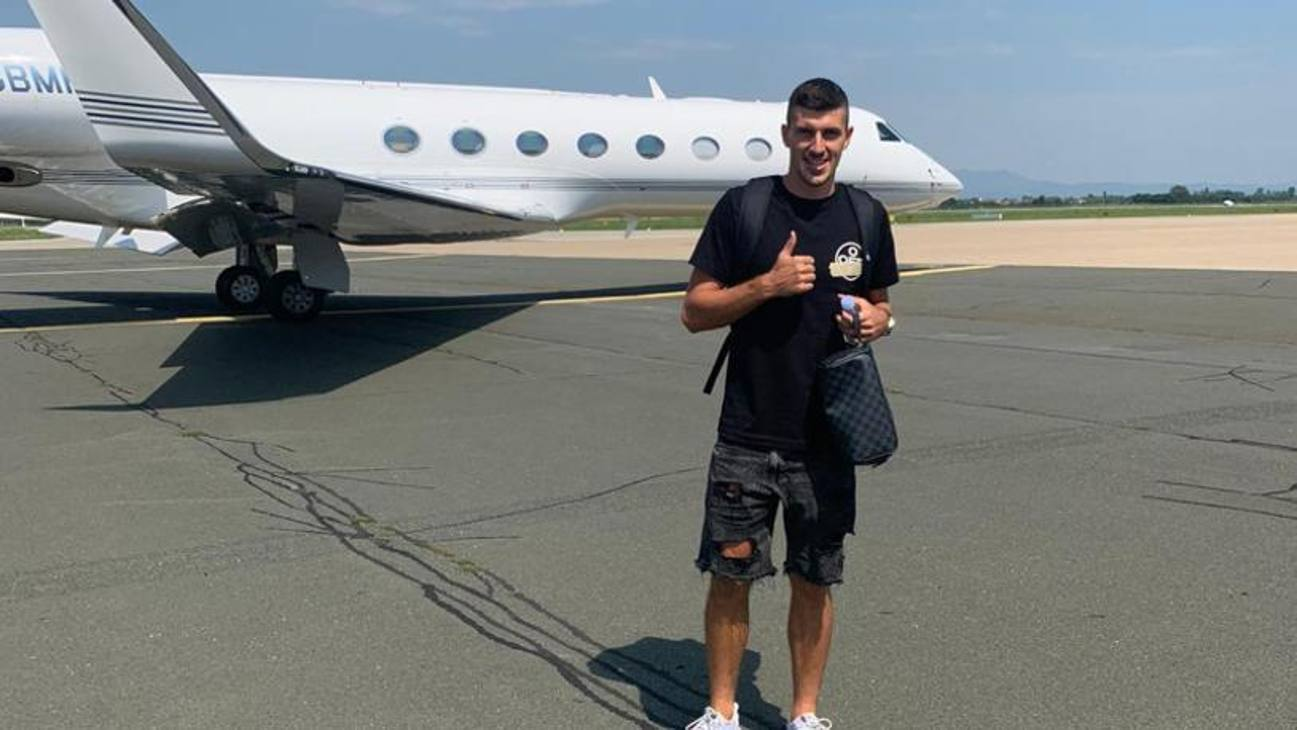 Mirko Maric in partenza dalla Croazia per l'aeroporto di Milano, dove svolgerà le visite mediche e poi inizierà la sua avventura con il Monza in Serie B