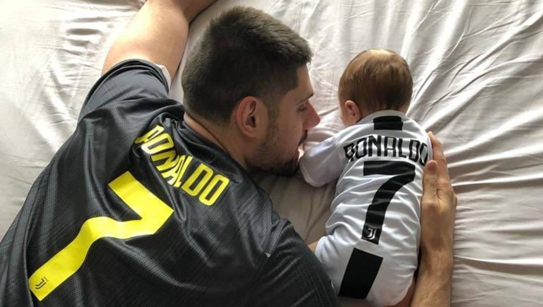 Nikola Vucevic, 29 anni, con suo figlio in uno scatto dal suo profilo Twitter: quando il tifo è un valore da tramandare