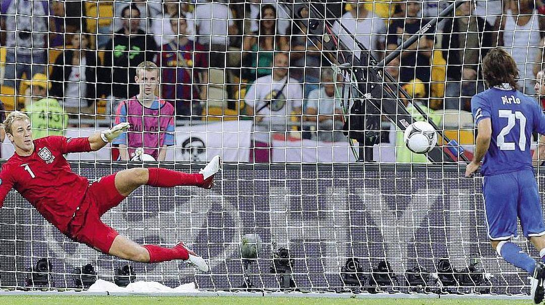 Il gol a cucchiaio segnato da Pirlo contro Hart a Euro 2012