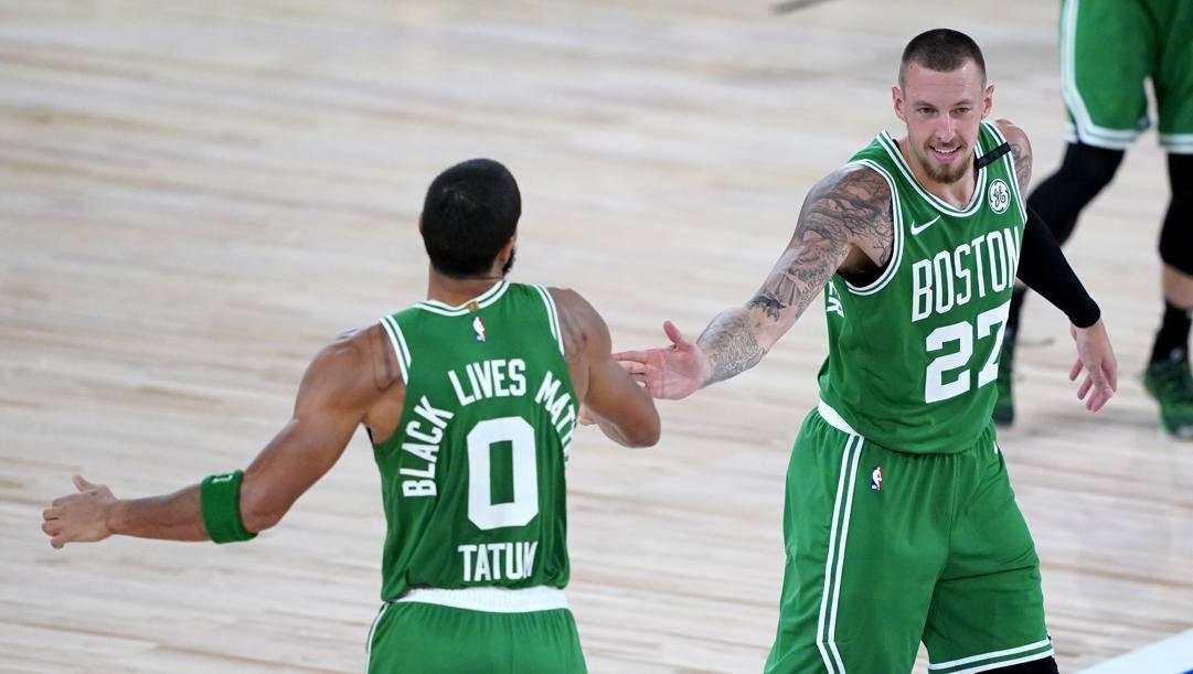 Jayson Tatum e Daniel Theis, tra i migliori dei Celtics. Ap
