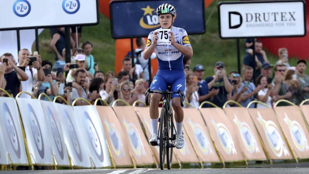 Remco Evenepoel, 20 anni, all'arrivo della penultima tappa del Giro di Polonia: vittoria dedicata a Jakobsen Epa