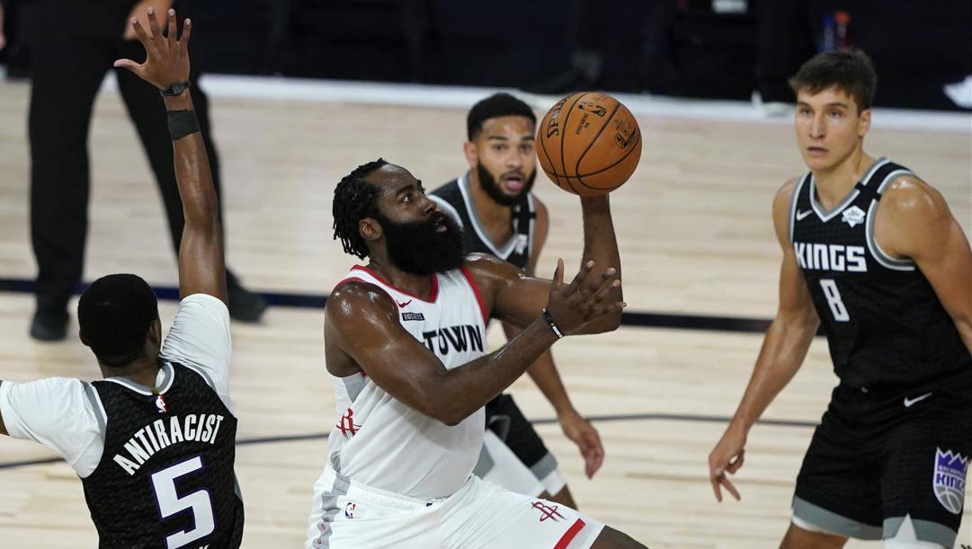 James Harden, 30 punti, trascinatore degli Houston Rockets. Ap