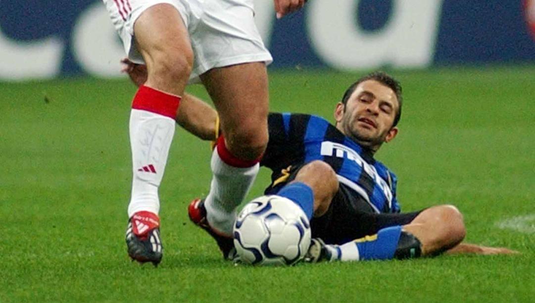Okan Buruk, oggi 46 anni, ha giocato all'Inter dal 2001 al 2004. Ap
