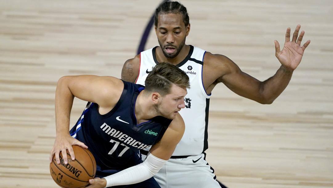 Luka Doncic contro Kawhi Leonard: quella tra Dallas e Clippers è una delle serie più attese del primo turno. Ap