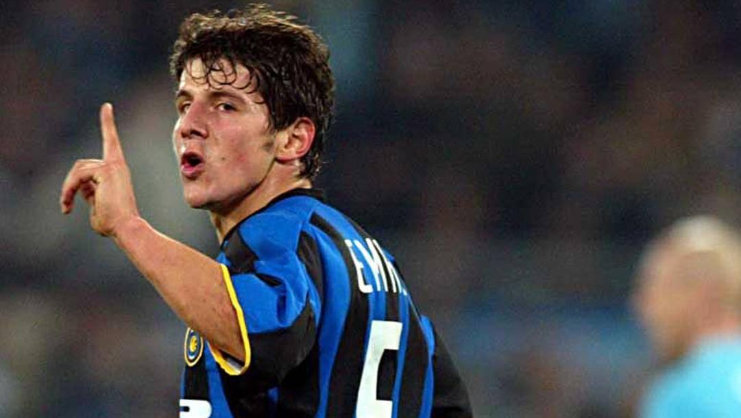 Emre Belozoglu con la maglia dell'Inter. Lapresse