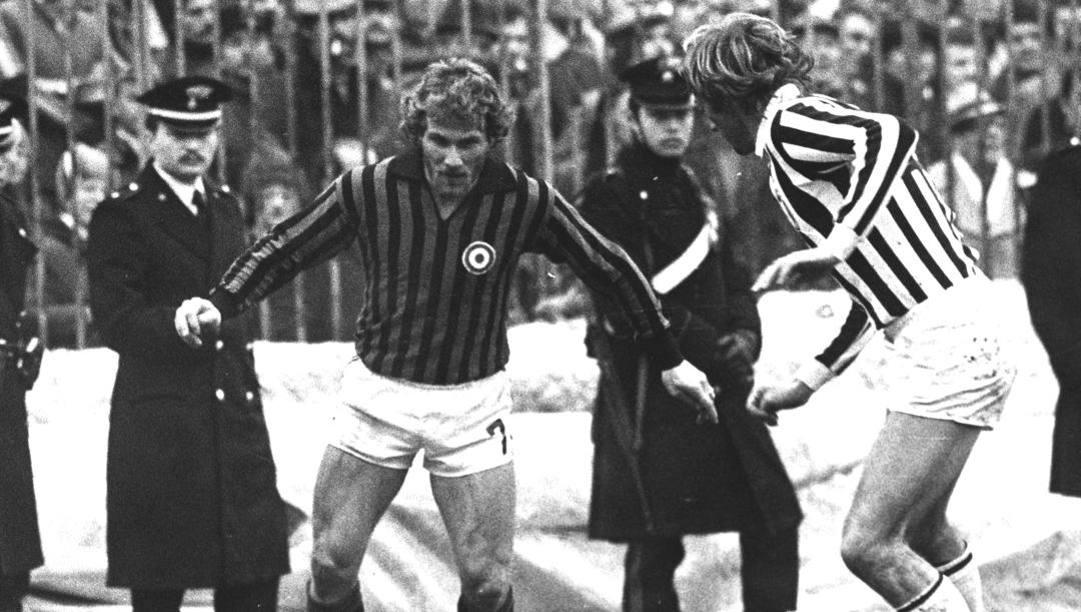 Ugo Tosetto in azione a San Siro contro la Juventus