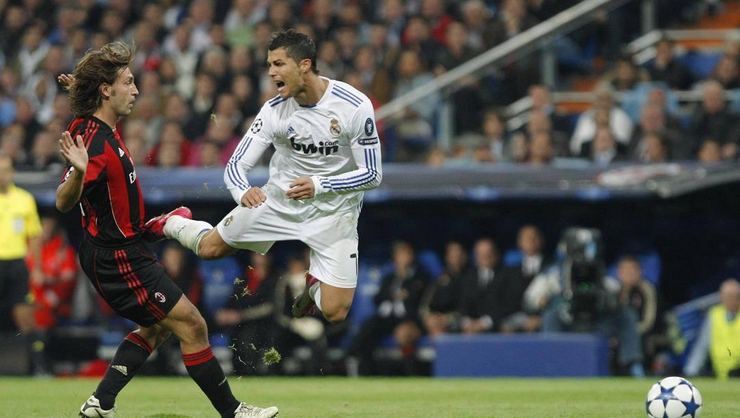 Andrea Pirlo e Cristiano Ronaldo avversari in un Real Madrid-Milan. Ap