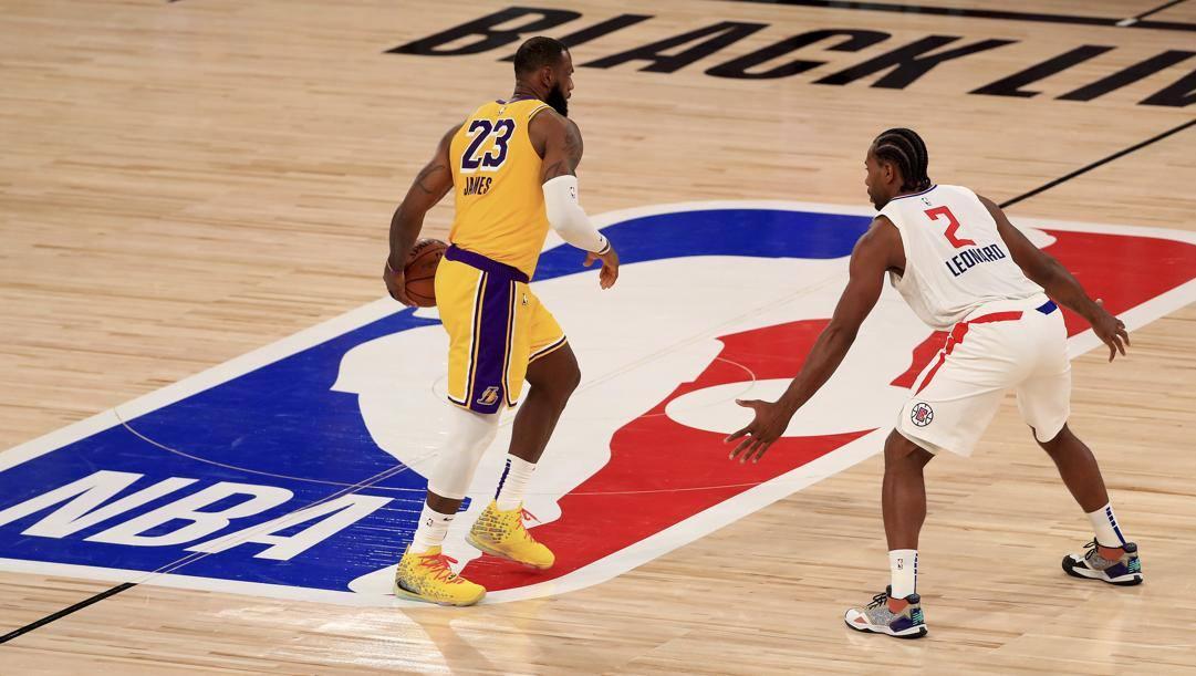 LeBron James e Kawhi Leonard, due delle stelle più attese della postseason Nba. LaPresse