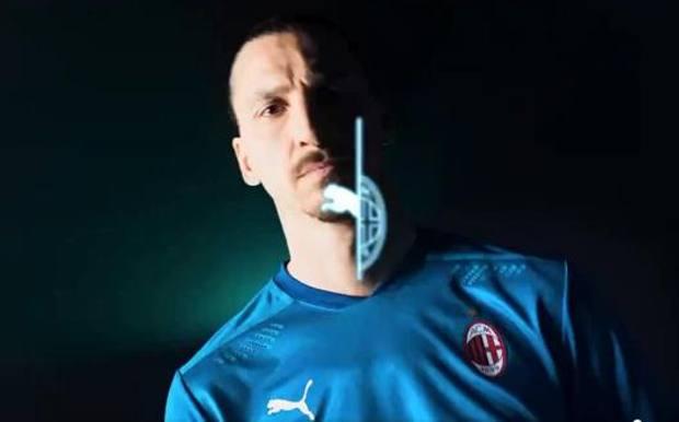 Un frame con Zlatan Ibrahimovic e la nuova terza maglia del Milan