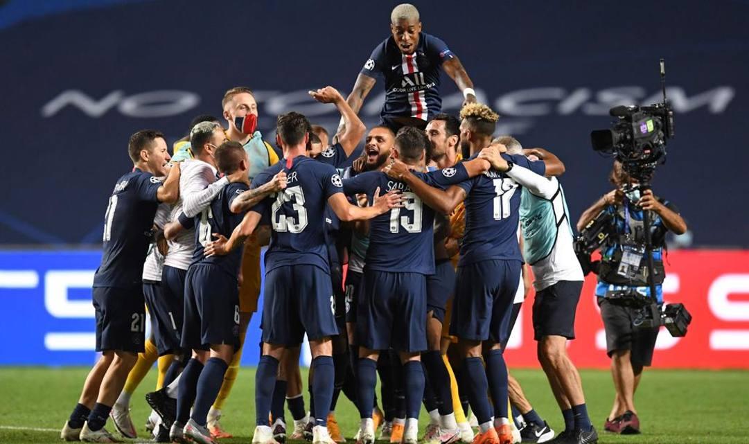 I calciatori del Psg festeggiano la vittoria in semifinale contro il Lipsia. Afp