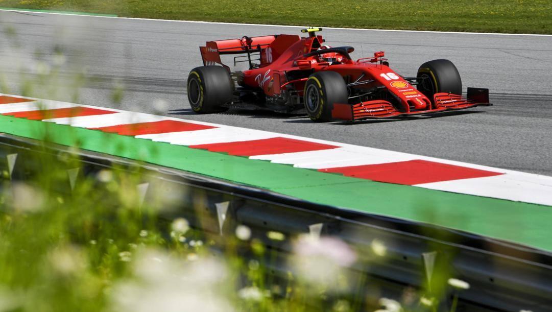 La Ferrari di Charles Leclerc in azione al Montmelò nell'ultimo GP di Spagna. Ansa