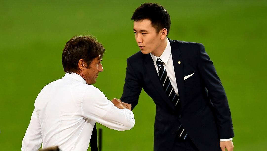 Antonio Conte e Steven Zhang dopo la sconfitta in finale di Europa League. Getty