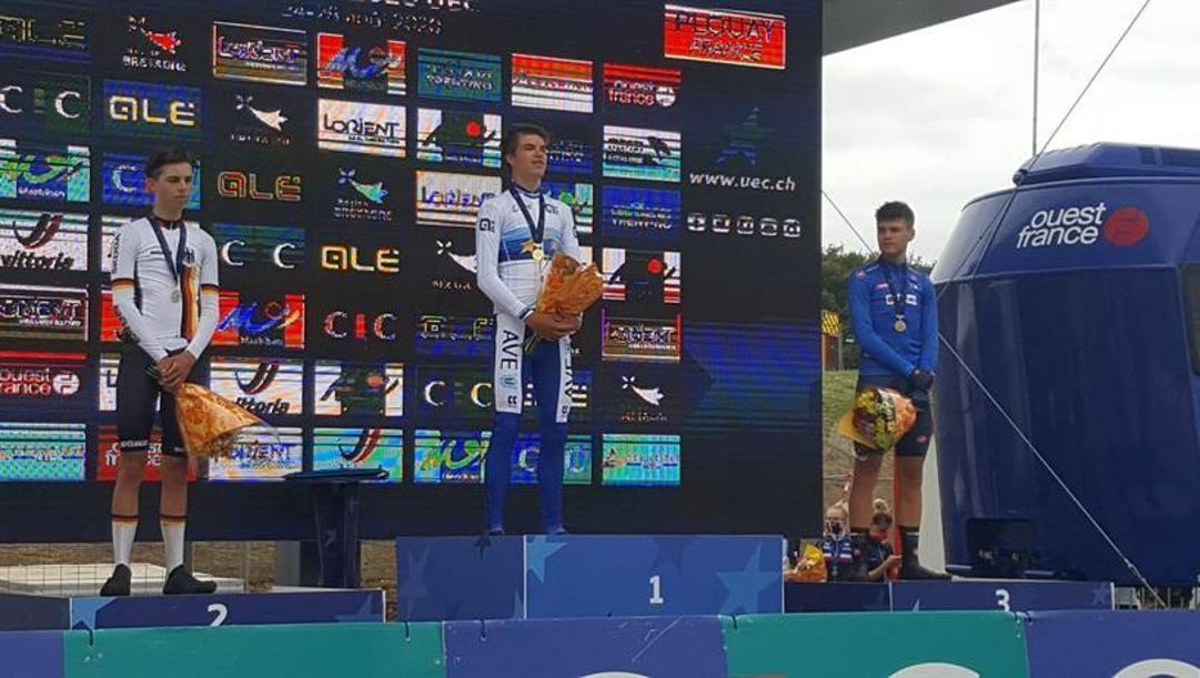 Milesi (a destra) sul podio con Vacek e Brenner