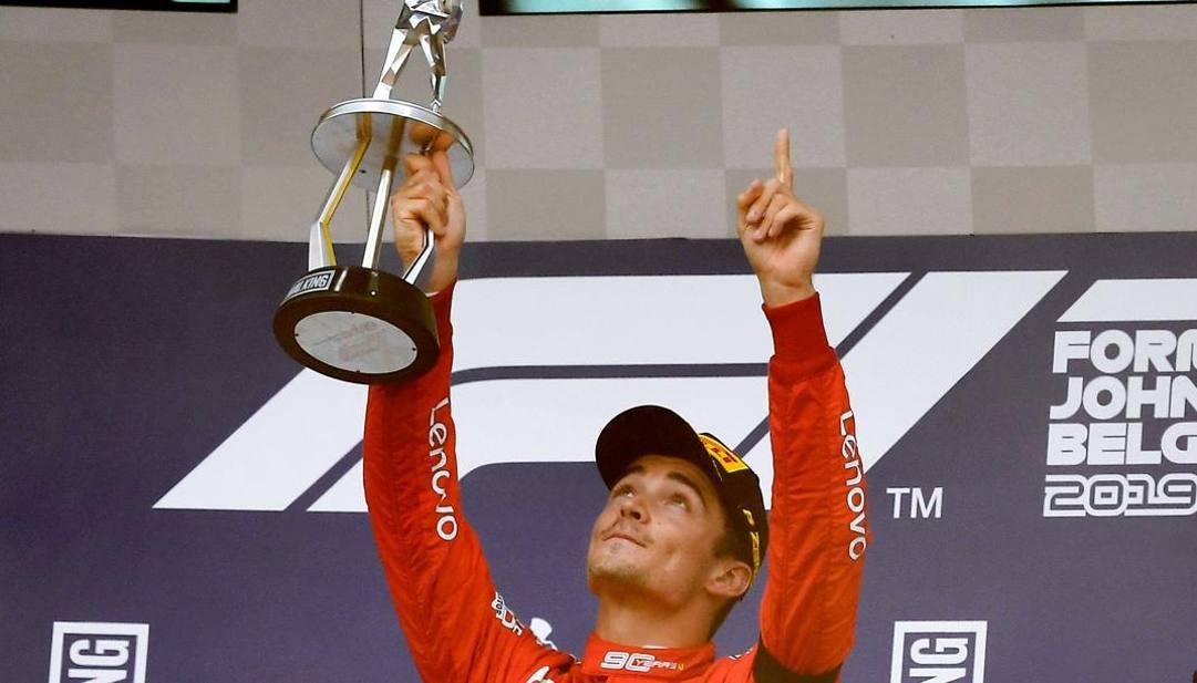 Charles Leclerc festeggia la vittoria a Spa nel 2019. Afp