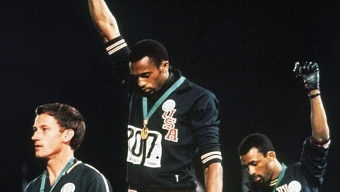 Smith e Carlos sul podio dei 200 all'Olimpiade 1968