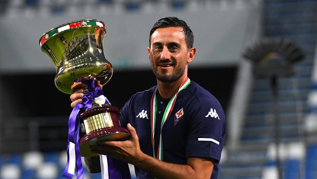 Alberto Aquilani con la Coppa Italia Primavera. Getty