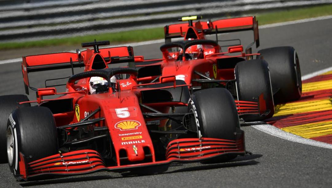 Vettel e Leclerc nelle retrovie a Spa. Ap