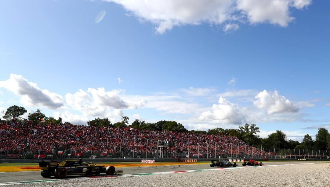 Gli spalti gremiti all'Autodromo di Monza in occasione dell'ultimo GP, lo scorso settembre. Getty