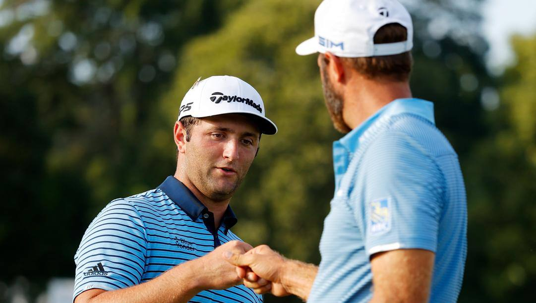 Lo spagnolo Jon Rahm of Spain e l'americano Dustin Johnson. Afp