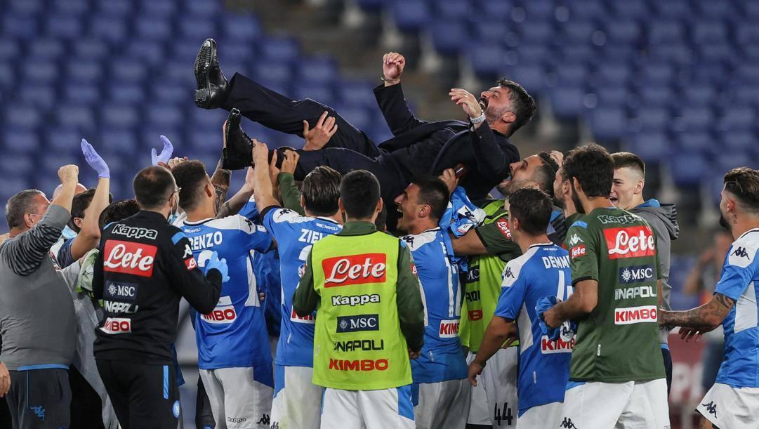 La festa del Napoli dopo la vittoria della Coppa 2020. Ansa