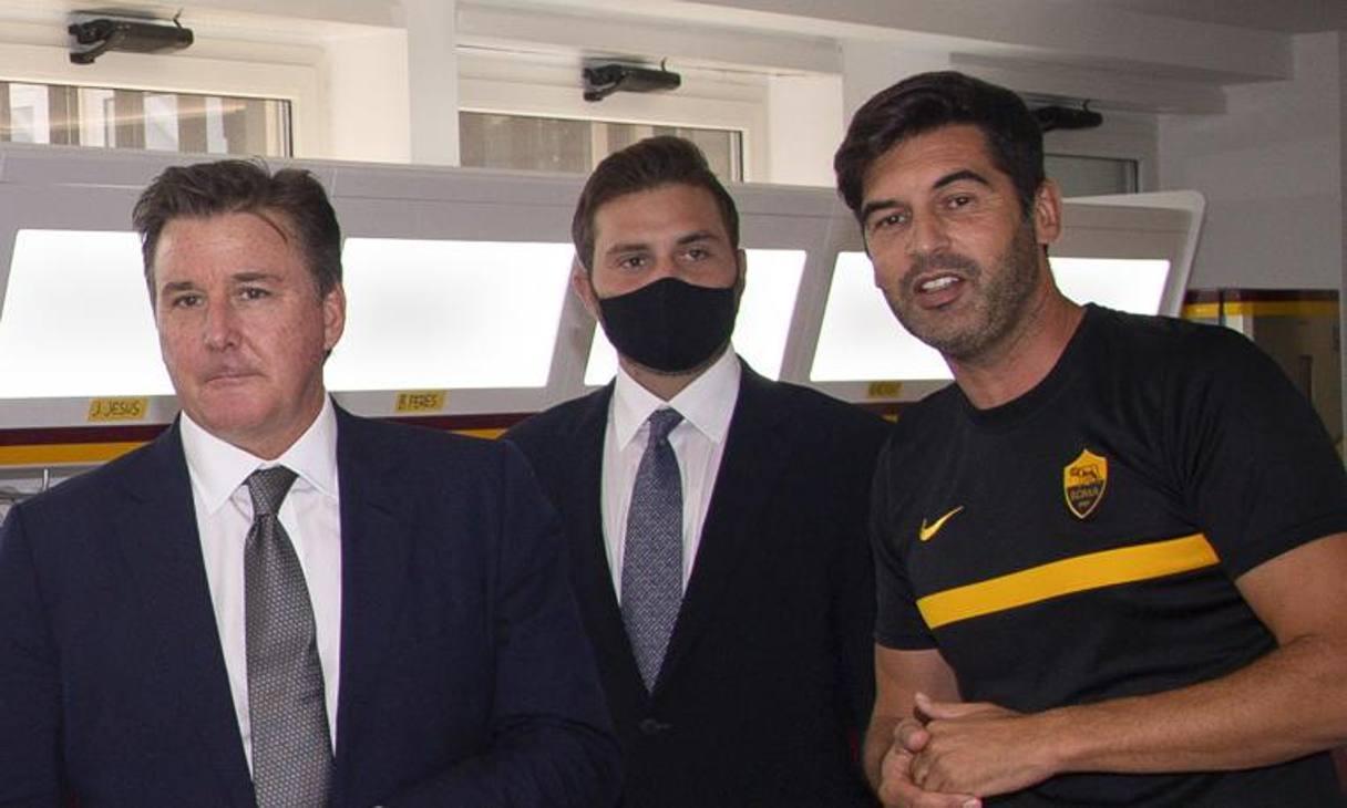 Dan e Ryan Friedkin arrivano a Roma e vanno subito al centro sportivo. Qui col tecnico Fonseca. LaPresse