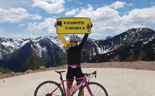 Paola Gianotti con i suoi cartelli