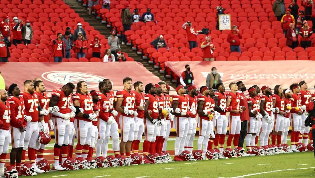 I Chiefs prima dell'inizio della partita. Afp